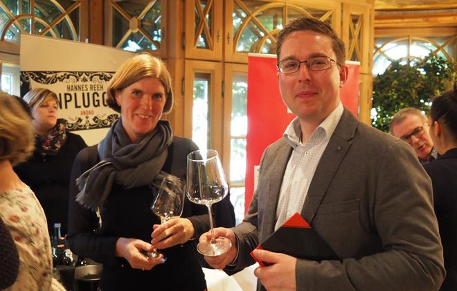 Weinexpertin Petra Bader mit Alex