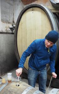 Michi Gross im Weinkeller in Štajerska Slovenija