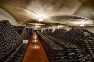 Die eingelagerten Flaschen im Weinkeller von Emidio Pepe